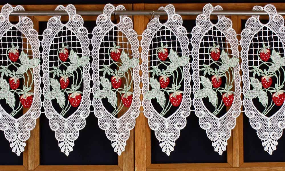 Rideau pour la cuisine avec fraises - Macrame rideau cuisine ...